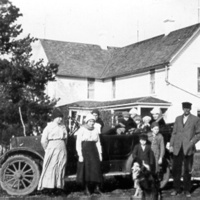 William Naysmith Family and 1916 Model T Ford  & home in background.JPG
