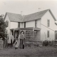 William-Melsena-May Eavon & James H. Naysmith on the William Naysmith farm 1911.JPG